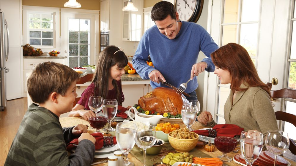 Foto: La cena debe suponer entre el 15% y el 25% del aporte calórico diario. (iStock)