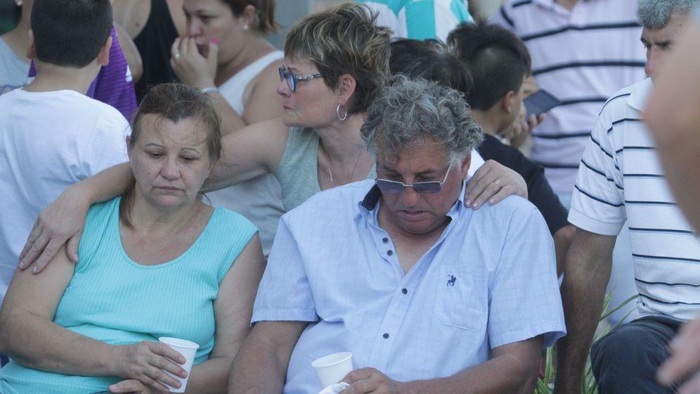 Foto: Horacio Sala, padre de Emiliano Sala, en una concentración de apoyo a su hijo. (EFE)