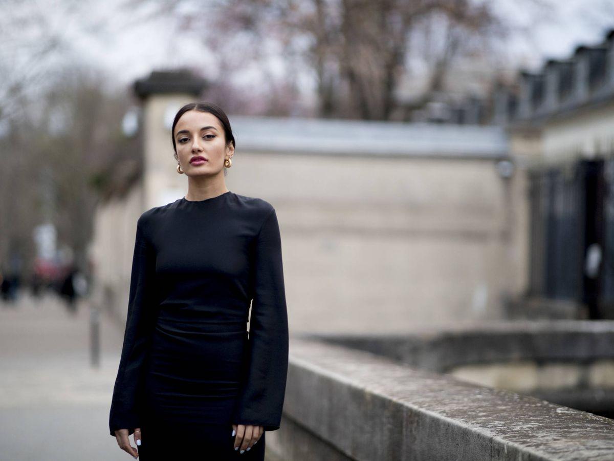 Foto: Una insider con un vestido negro. (Imaxtree)