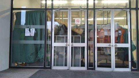 Estudiantes entrando a clase por la 'ventana' para sortear los piquetes independentistas