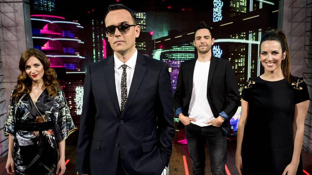 Foto: El equipo de 'All you need is love... o no', el programa de Risto Mejide en Telecinco. (Mediaset España)
