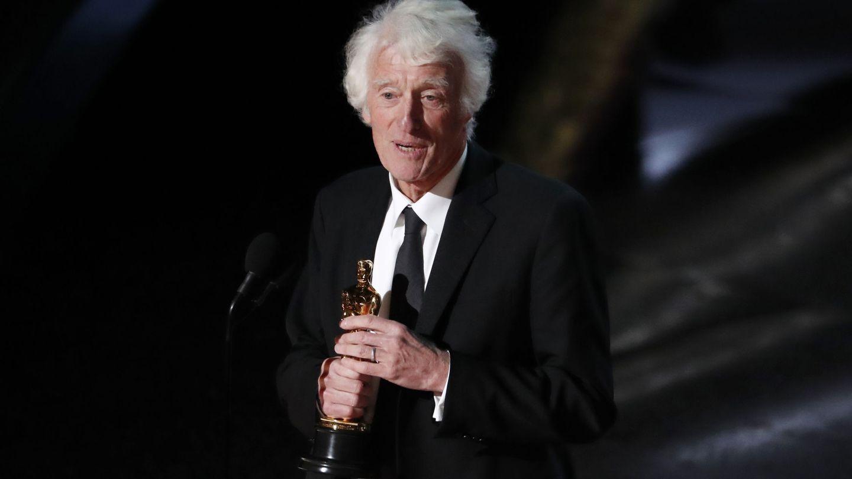 Roger Deakins recoge el Oscar por '1917'. (Reuters)