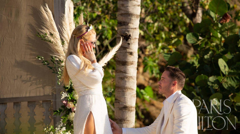 Paris Hilton y su prometido en el momento de la proposición. (Cortesía ParisHilton.com)