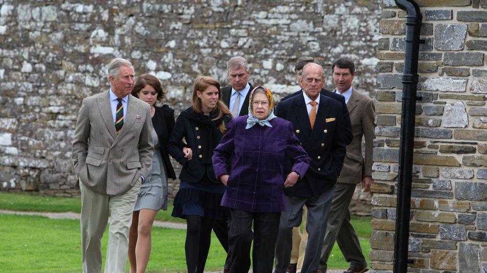 Foto: La princesa Beatriz y la reina Isabel II en una foto de archivo. (Getty)