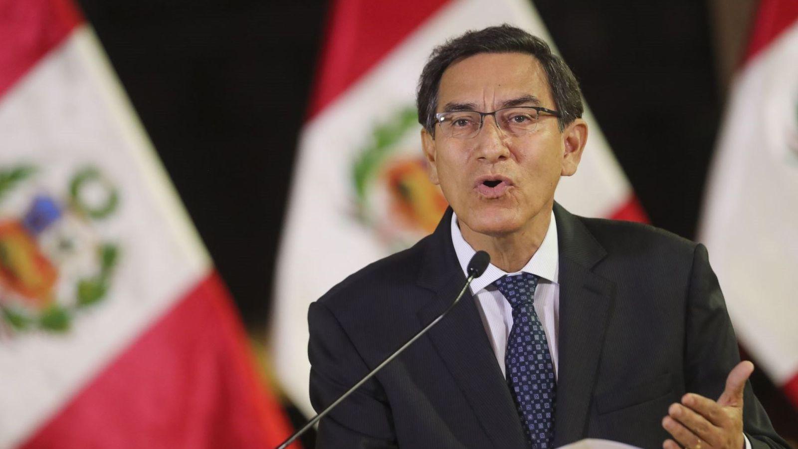 Foto: El presidente de Perú, Marín Vizcarra, mientras anuncia la disolución del Congreso. (EFE)