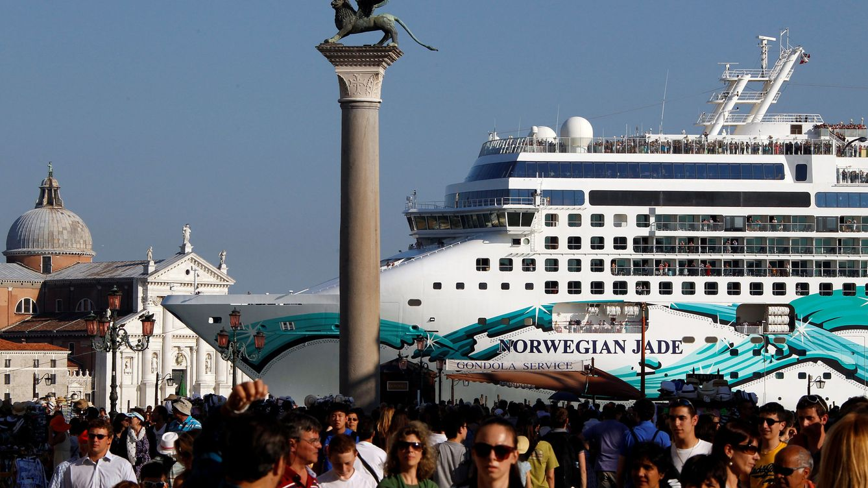 Foto: Un crucero, frente a la plaza de San Marcos. (Reuters)