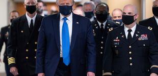 Post de Trump aparece por primera vez con mascarilla en su visita a un centro médico