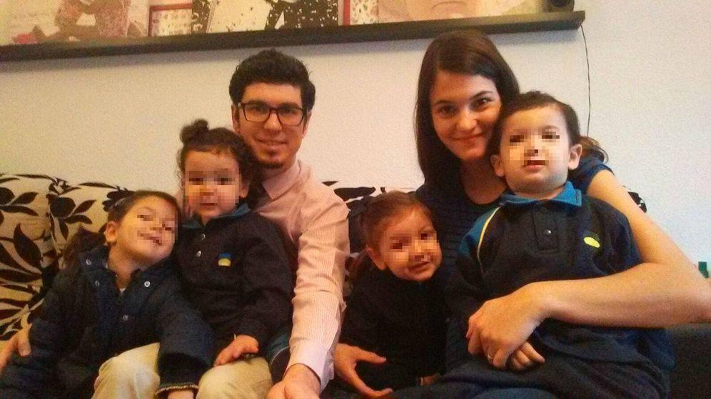 Foto: Fran y Esther con sus cuatro hijos.