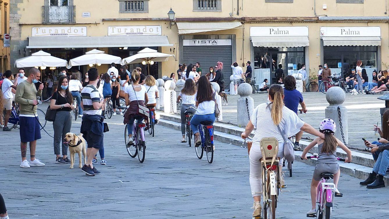 Desinfección general, misas y cafés: Italia intenta recuperar la normalidad