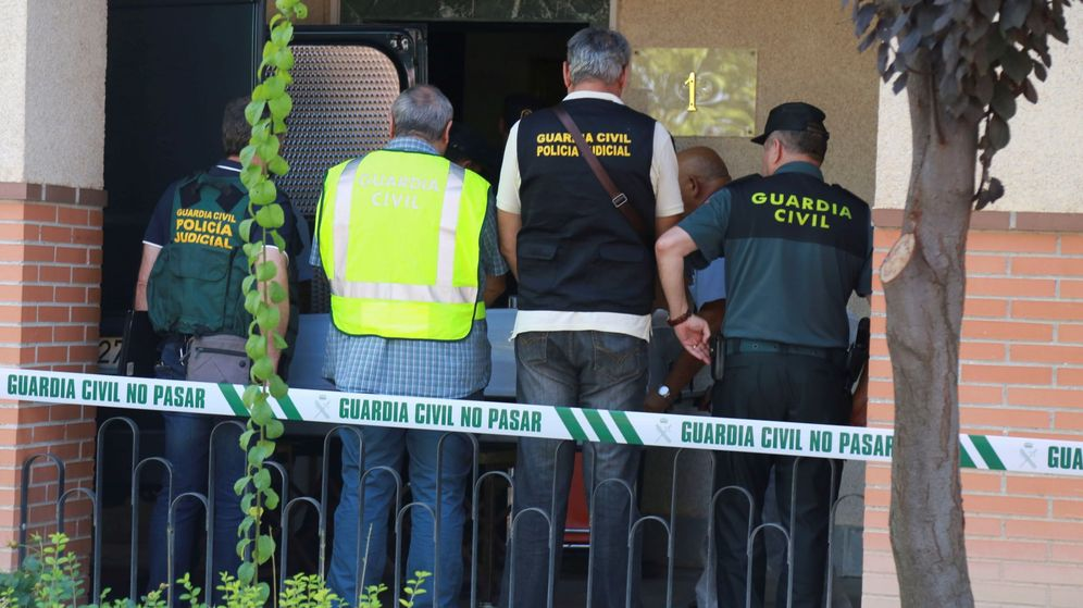 Foto: Imagen de archivo de varios agentes de la Guardia Civil. (EFE)