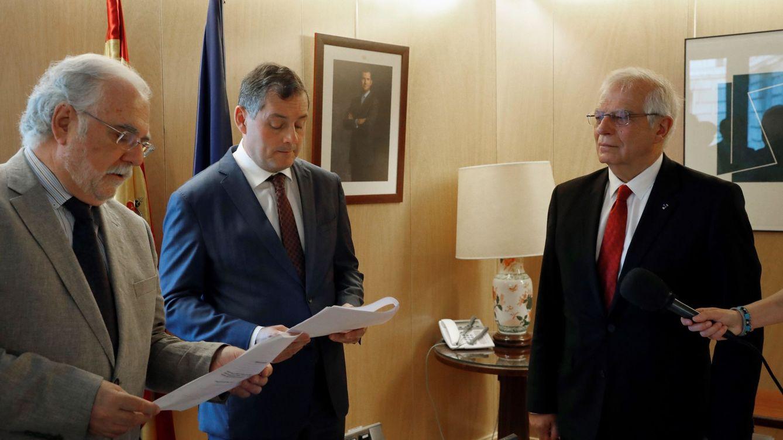 La CNMV lleva a juicio a Transparencia para ocultar el expediente de la multa a Borrell