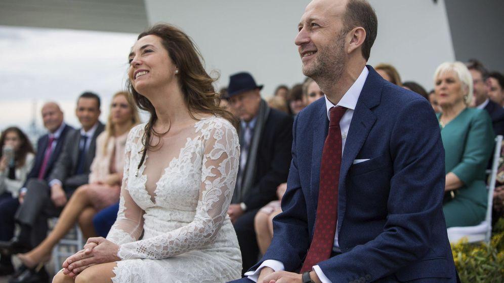 Foto: Carolina Punset y Alexis Marí, en su boda, que se celebró el mismo día del congreso de Ciudadanos el pasado mes de febrero.
