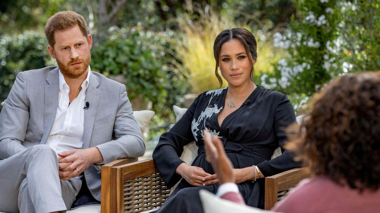 Meghan y Harry, en su controvertida entrevista con Oprah Winfrey. (Reuters)