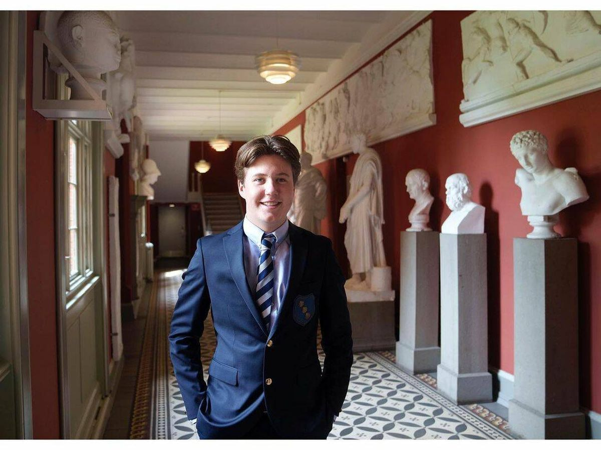 Foto: El príncipe Christian de Dinamarca, dentro del colegio. (RR.SS.)