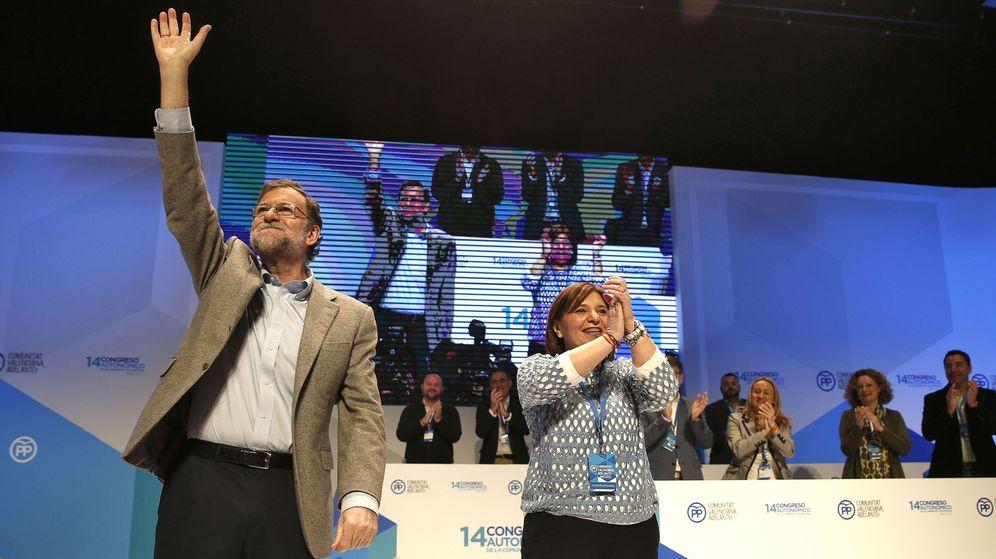 Foto: Rajoy, con Isabel Boning en el último Congreso regional de Valencia. (EFE)