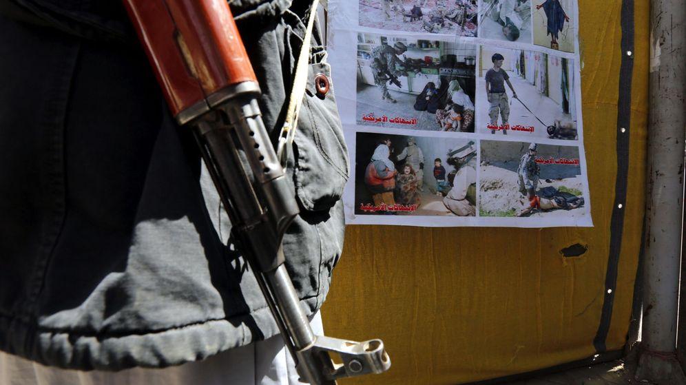 Foto: Galería callejera en contra de la guerra y la intervención militar de la coalición árabe en Yemen. (EFE)
