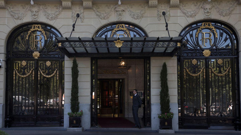 La mítica entrada al hotel Ritz de Madrid. (Reuters)