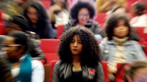 Lecciones de peluquería en un colegio para luchar contra el racismo