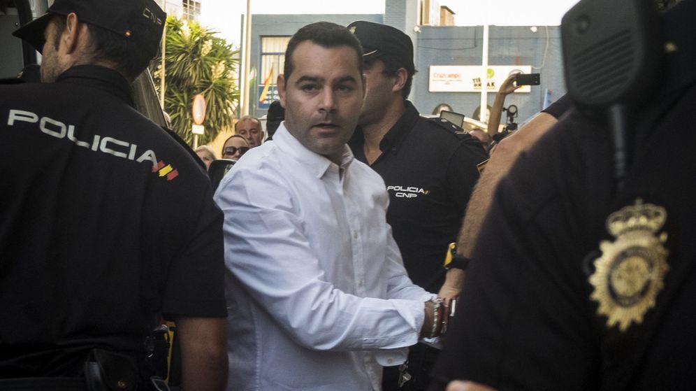 Foto: F. J. M., el único acusado de la muerte de una niña de ocho años y de su padre en una vivienda de Almonte (Huelva) en abril de 2013. (EFE)