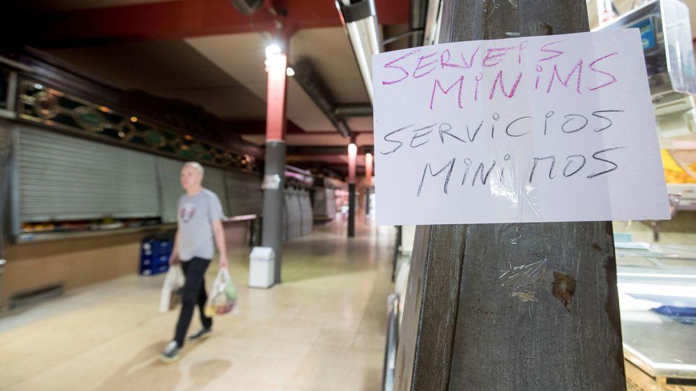 Foto: Muchas tiendas han cerrado; otras, están en 'servicios mínimos'. (EFE)