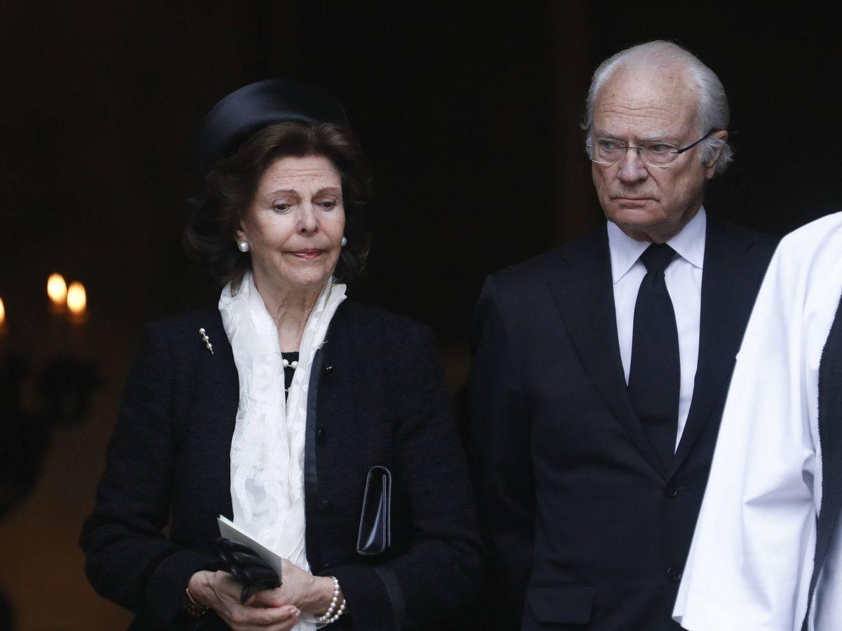 Foto: Los reyes Silvia y Carlos Gustavo, en el funeral de Dagmar von Arbin. (Cordon Press)