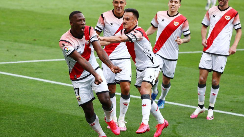 Foto: Advíncula celebra el único gol del partido con sus compañeros (Reuters)