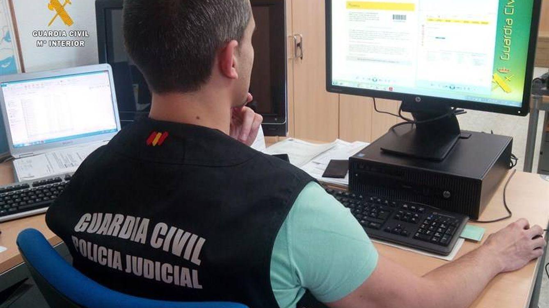 Los 'hackers' que reventaron HazteOir asaltan el correo de la Guardia Civil