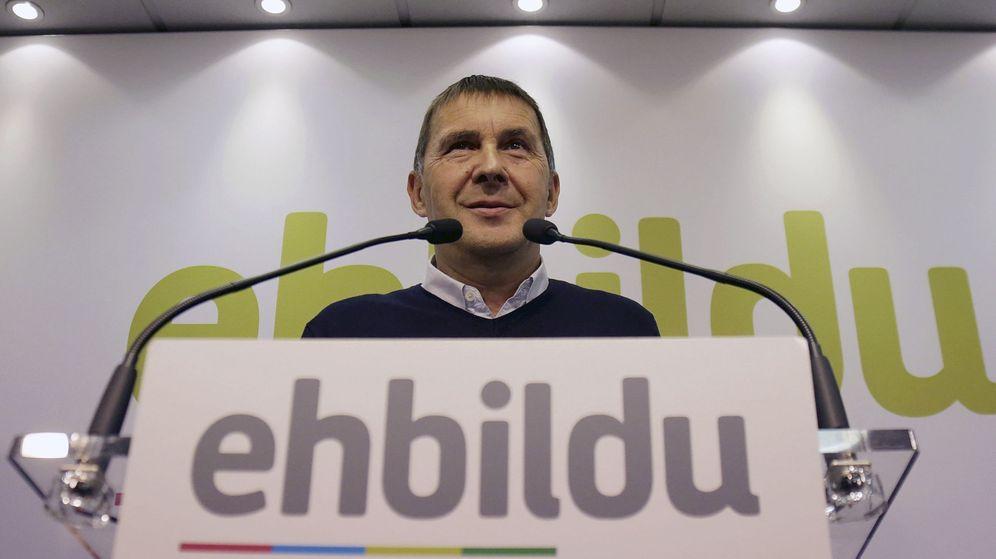 Foto: Otegi denuncia que existan sumarios a medida contra los patriotas catalanes. (EFE)