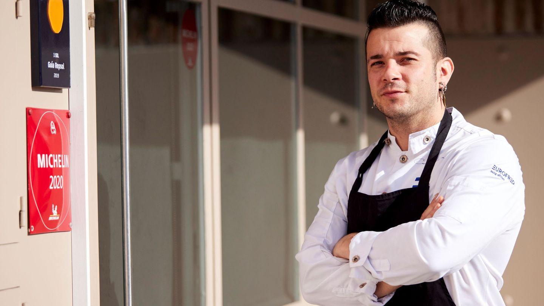 El chef talaverano Carlos Maldonado, tras ganar su primera estrella. (EFE)