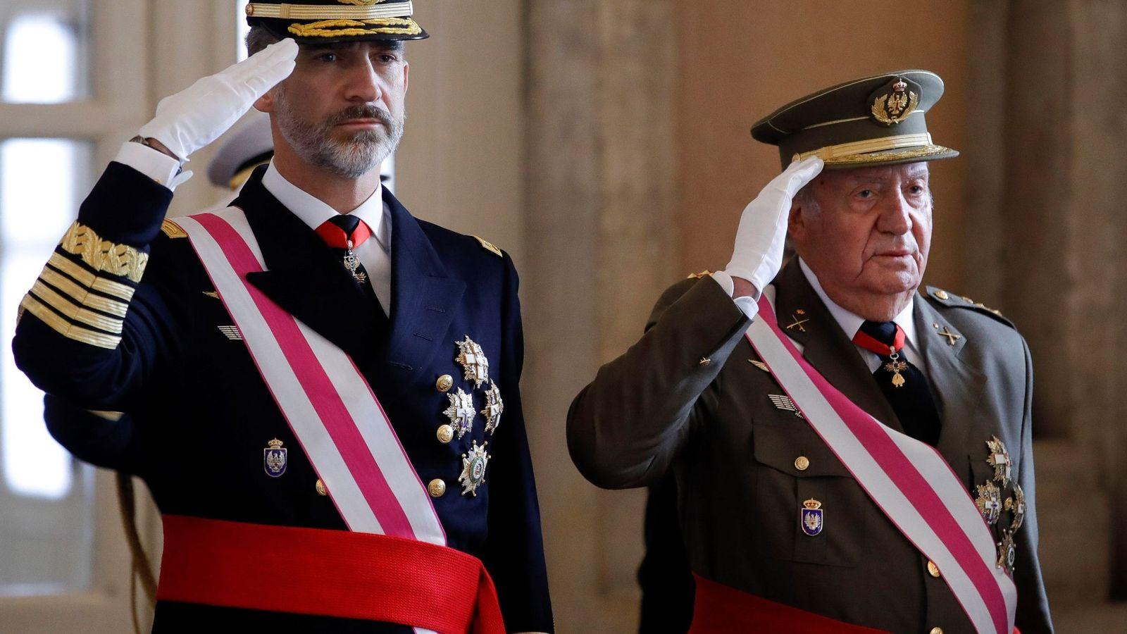 Foto: Felipe VI en la Pascua Militar junto a su padre el Rey emérito. (EFE)
