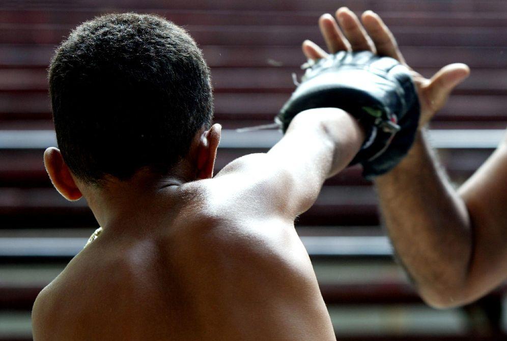 Boxeo: Niños con unos guantes de boxeo que no combaten: así se capta ...