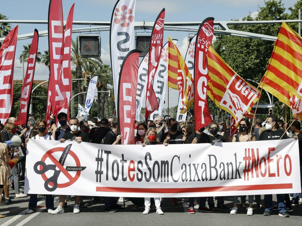 Foto: Protesta contra el ERE de CaixaBank, en Barcelona. (EFE)