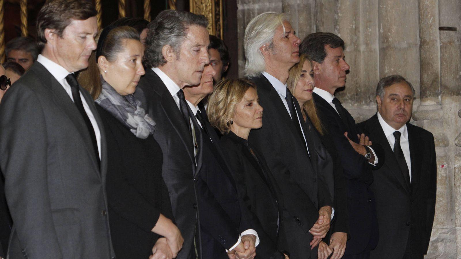 Foto: Los hijos de la duquesa en el funeral por su madre. (Gtres)