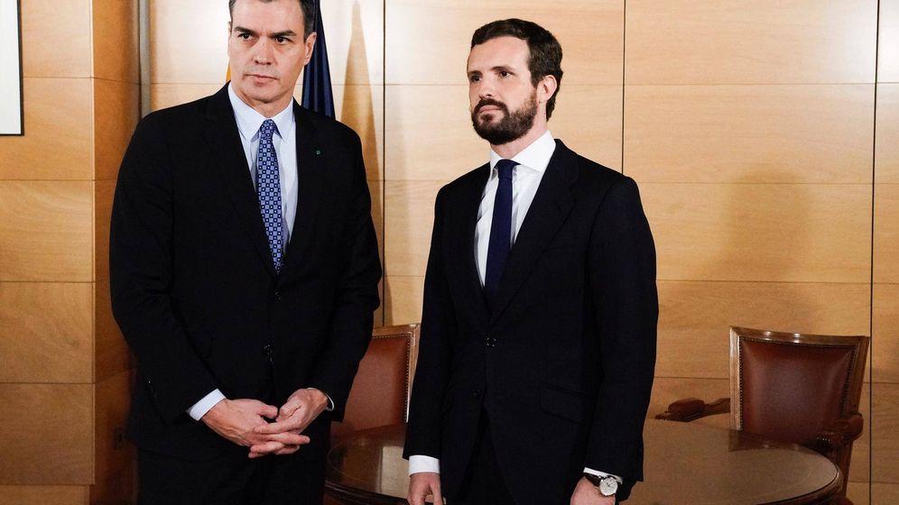 Foto: Pedro Sánchez y Pablo Casado se ven tras las elecciones.