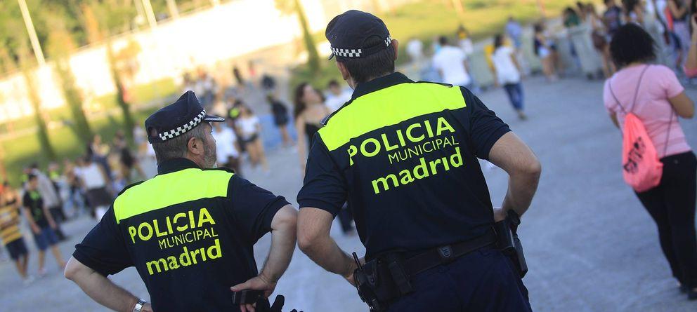Foto: Dos agentes de la Policía Municipal en Madrid Río en una foto de archivo. (EFE)
