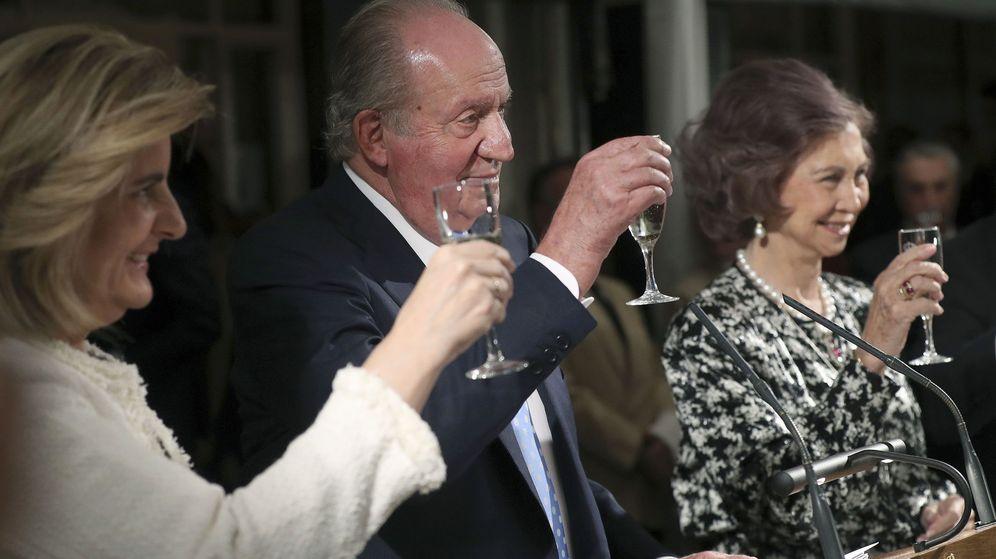 Foto: Los Reyes en la cena del Círculo de Empresarios. (EFE)