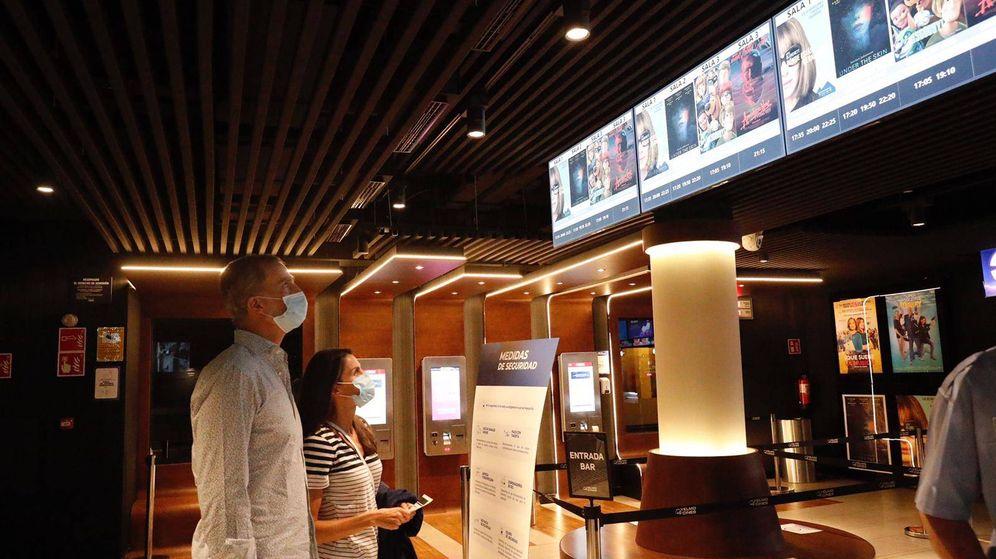 Foto: Felipe y Letizia en el cine. (Casa Real)
