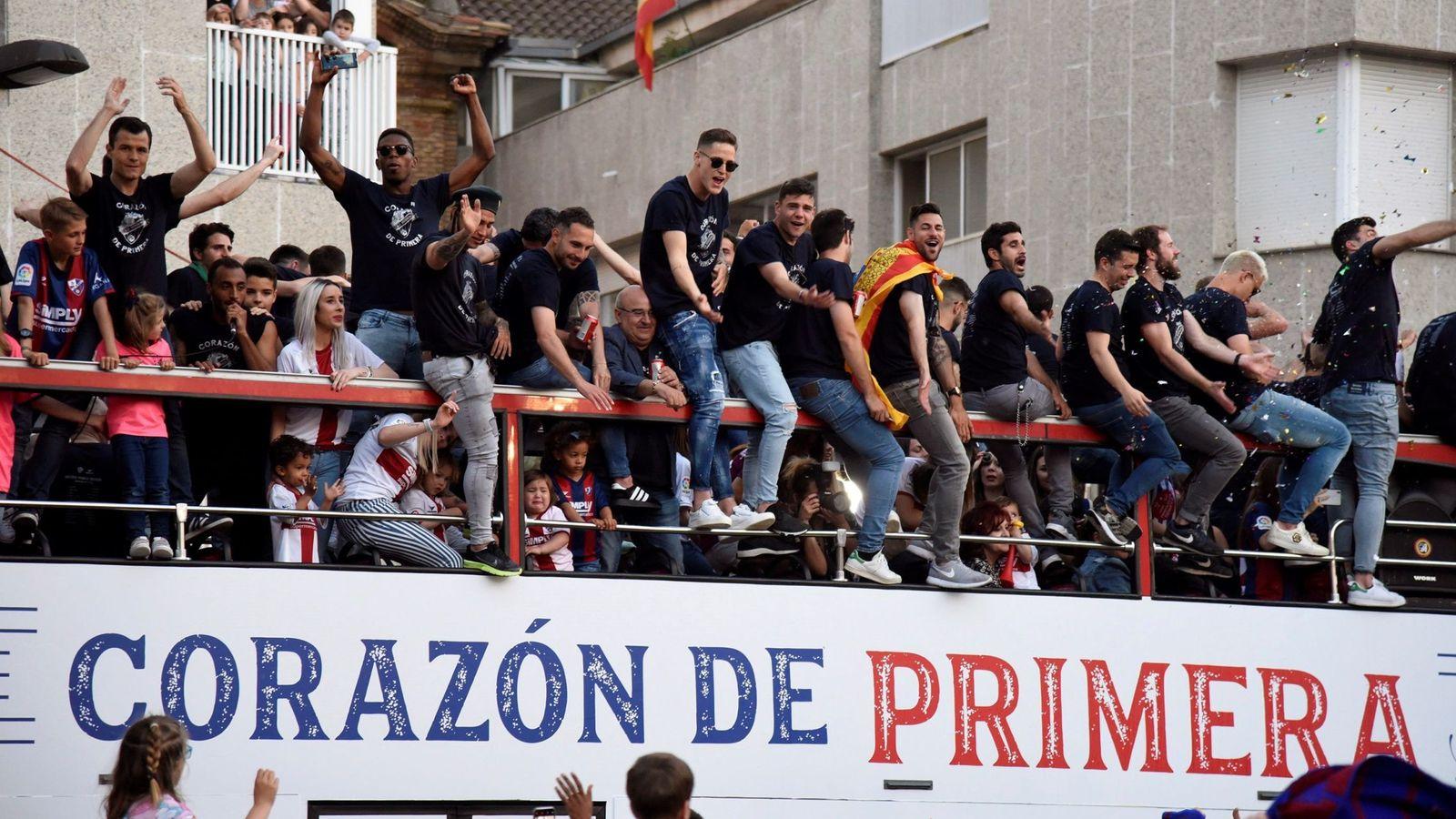 Foto: Celebración de la Sociedad Deportiva Huesca por el ascenso a Primera División. (EFE)