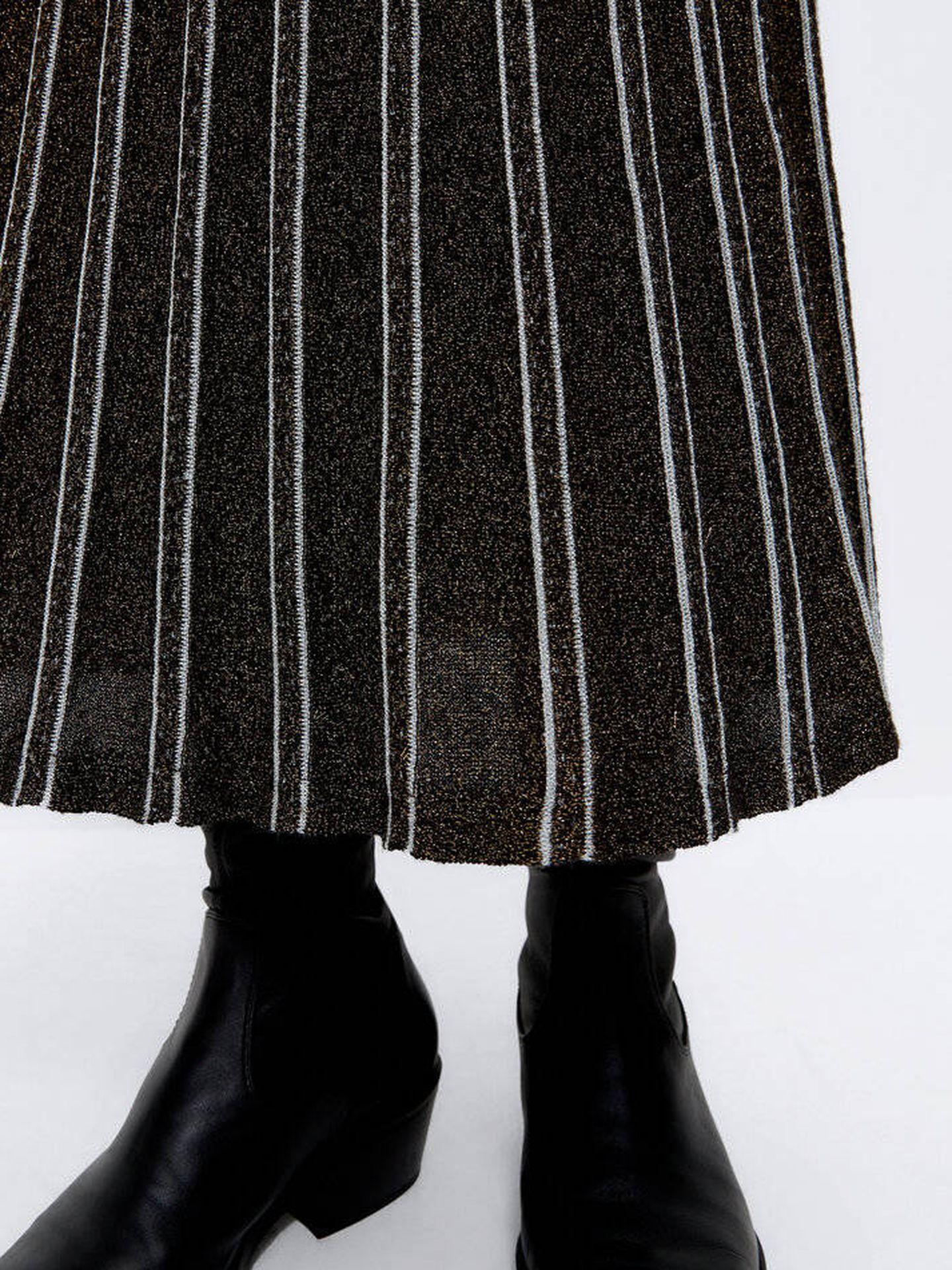 La falda midi de Uterqüe. (Cortesía)