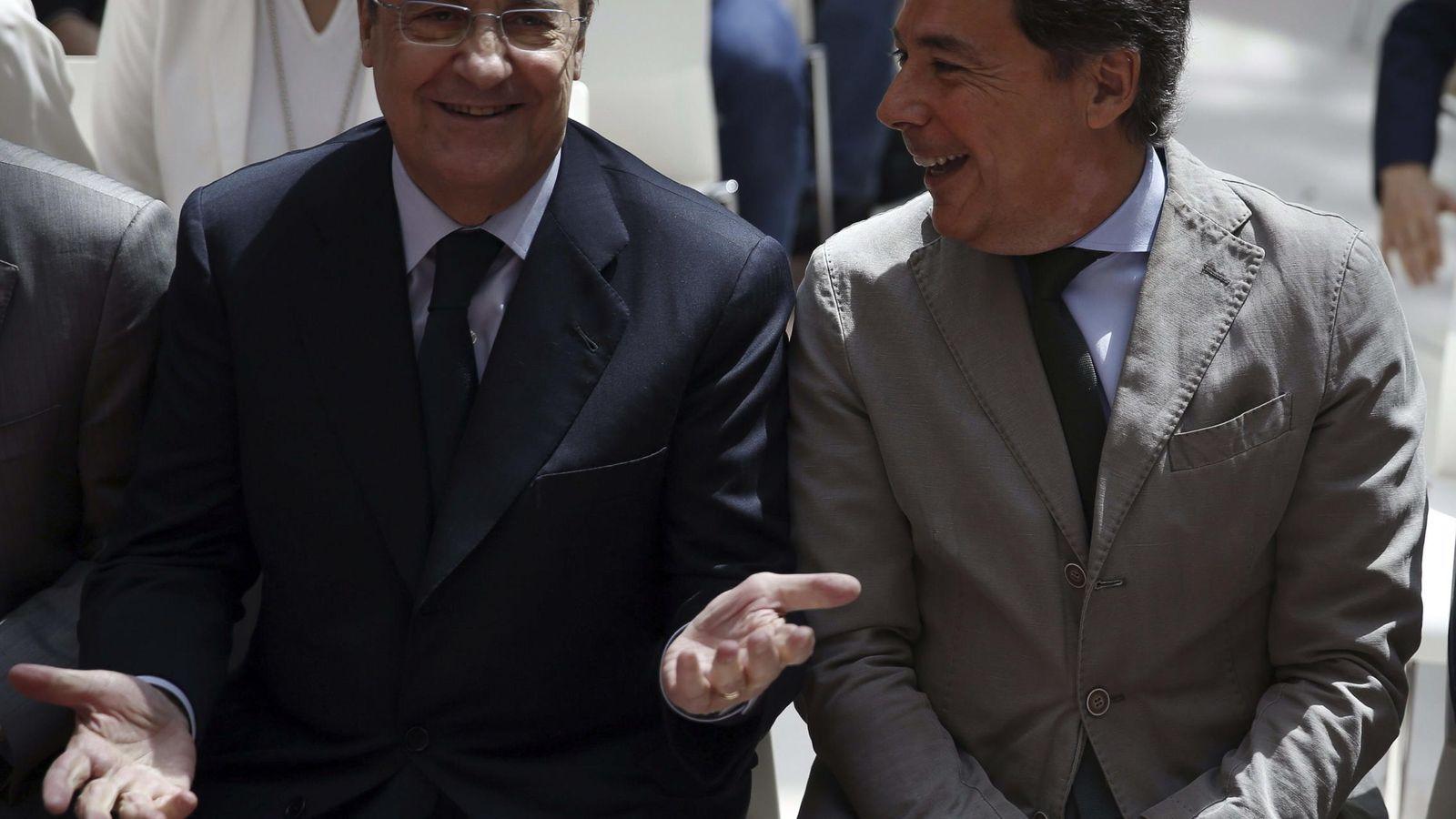 Foto: El presidente del Real Madrid, Florentino Pérez, (i) junto al 'popular' Ignacio González. (EFE)