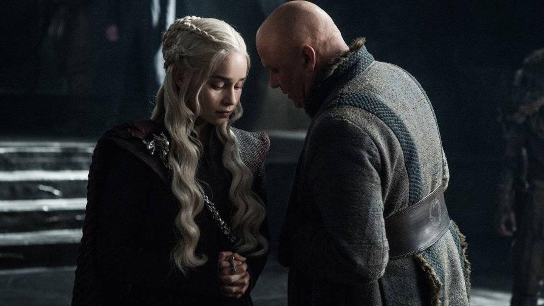 Imagen del tercer capítulo de la séptima temporada con Danerys recibiendo noticias de Varys