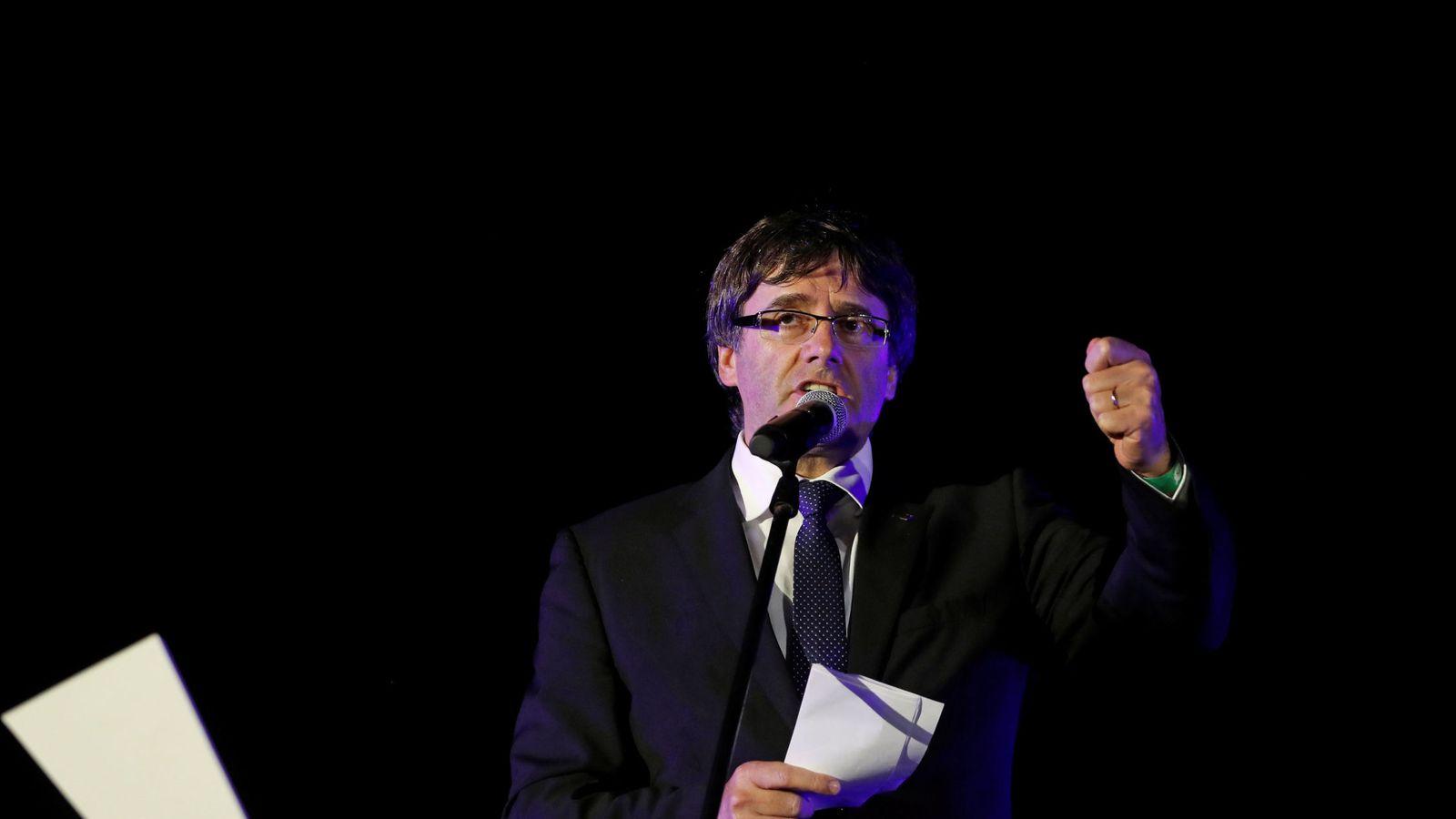 Foto: El presidente de la Generalitat de Cataluña, Carles Puigdemont, votará en Sant Julià de Ramis (Girona) (EFE)