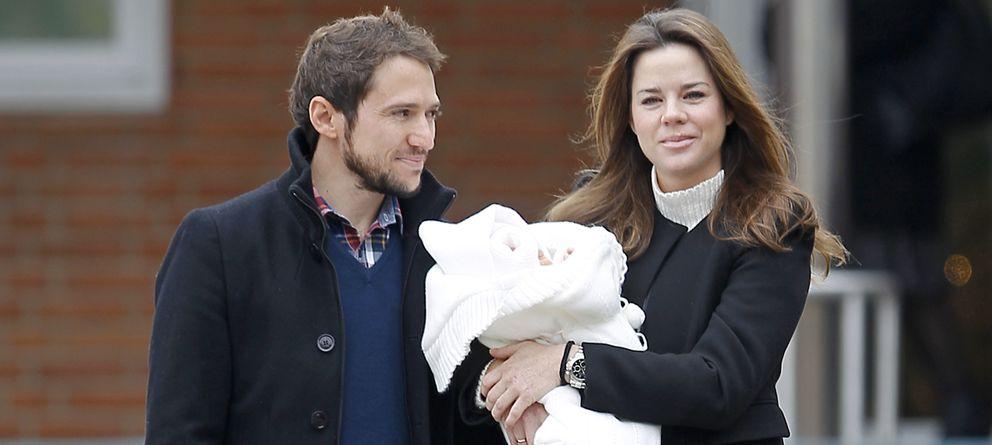Foto: Amelia Bono y Manuel Martos junto al pequeño Gonzalo el pasado mes de diciembre (Gtres)
