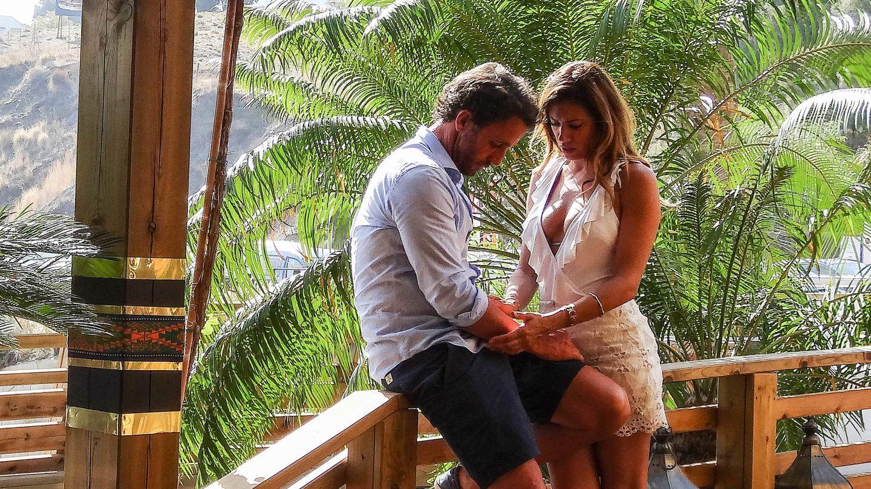 Escassi y su nueva pareja estuvieron compartiendo confidencias. (Pressing Press)