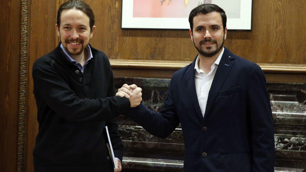 Foto: Pablo Iglesias y Alberto Garzón, al inicio de una reunión el pasado mes de febrero en el Congreso. (EFE)