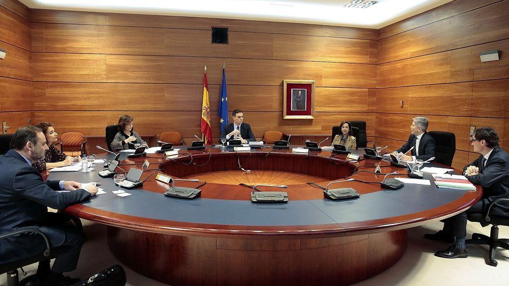 Dura negociación de madrugada en el Gobierno e intenso debate sobre la deuda