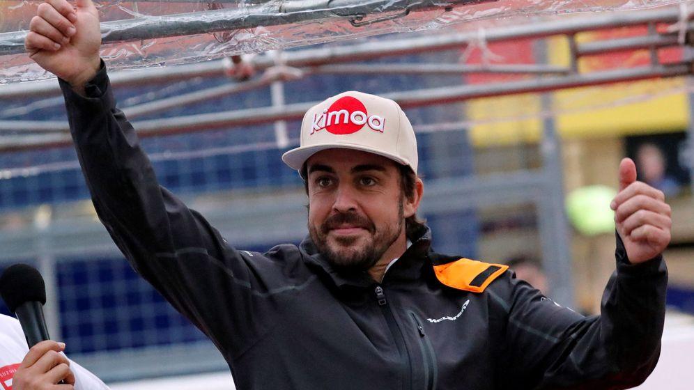 Foto: Fernando Alonso se dió un verdadero baño de masas en Japón. (Reuters)