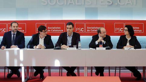 Sánchez esquiva la autocrítica y exige a Rajoy un plan para Cataluña