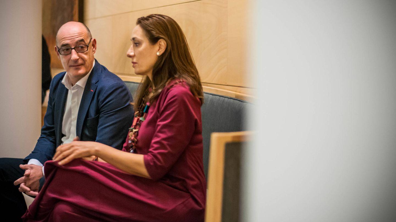 Álvarez y Pastor, durante la entrevista en el Congreso. (Carmen Castellón)