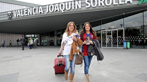 Adif aparta al jefazo de estaciones del este de España tras recibir denuncias